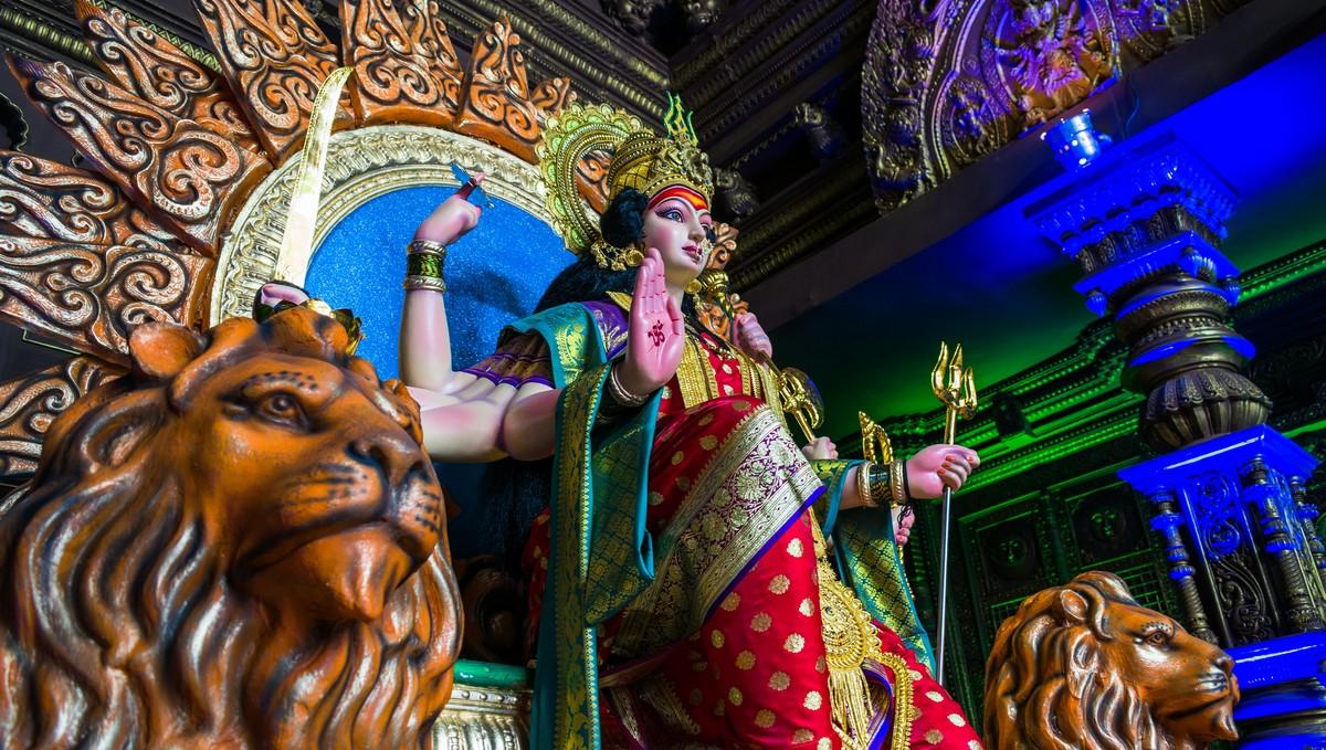 Socha, která je typická pro náboženství zvané hinduismus.