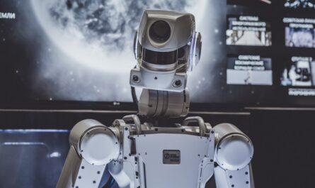 Roboti mohou vypadat jako tento stroj na obrázku.
